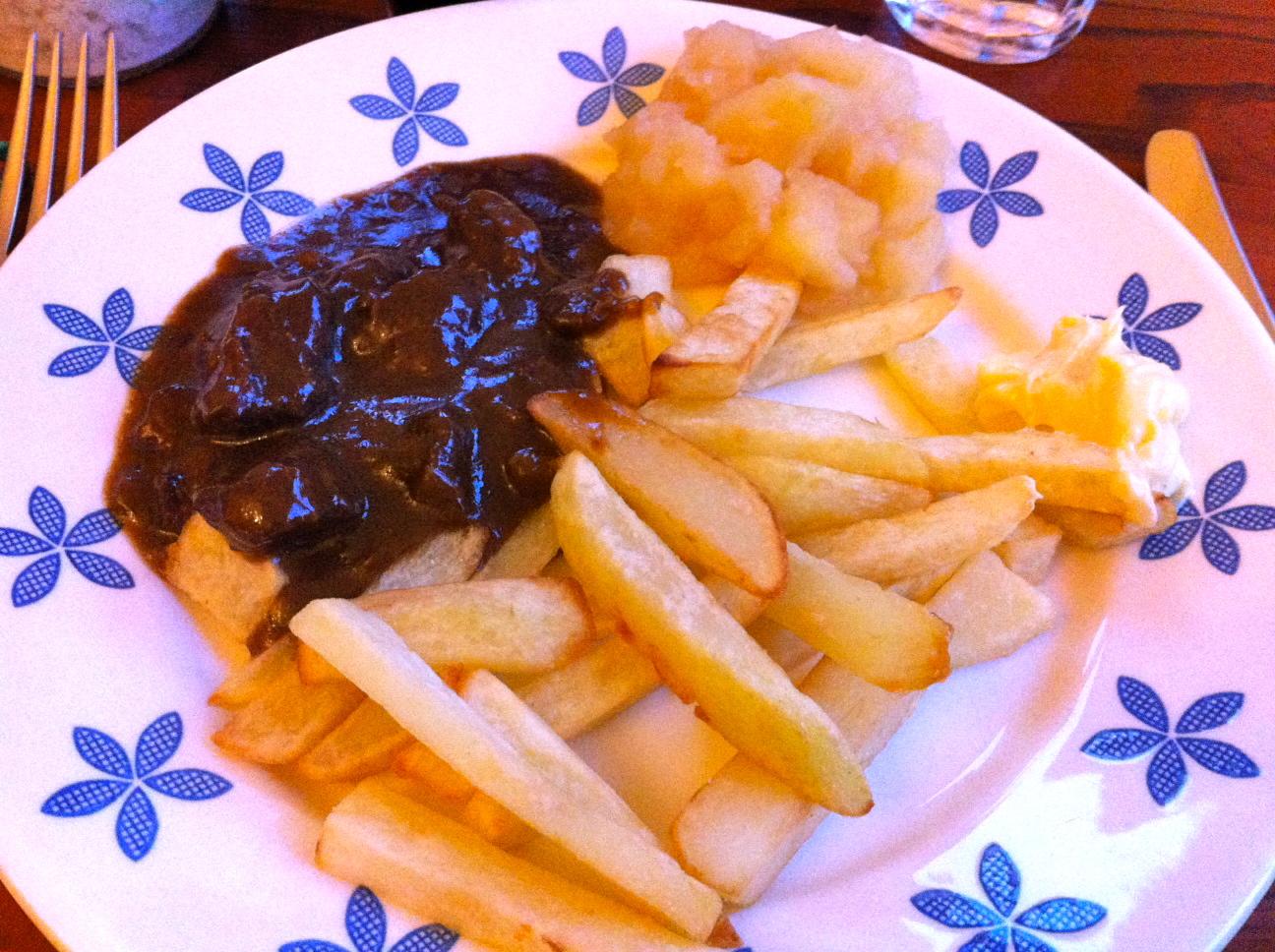 bord patat met paard close